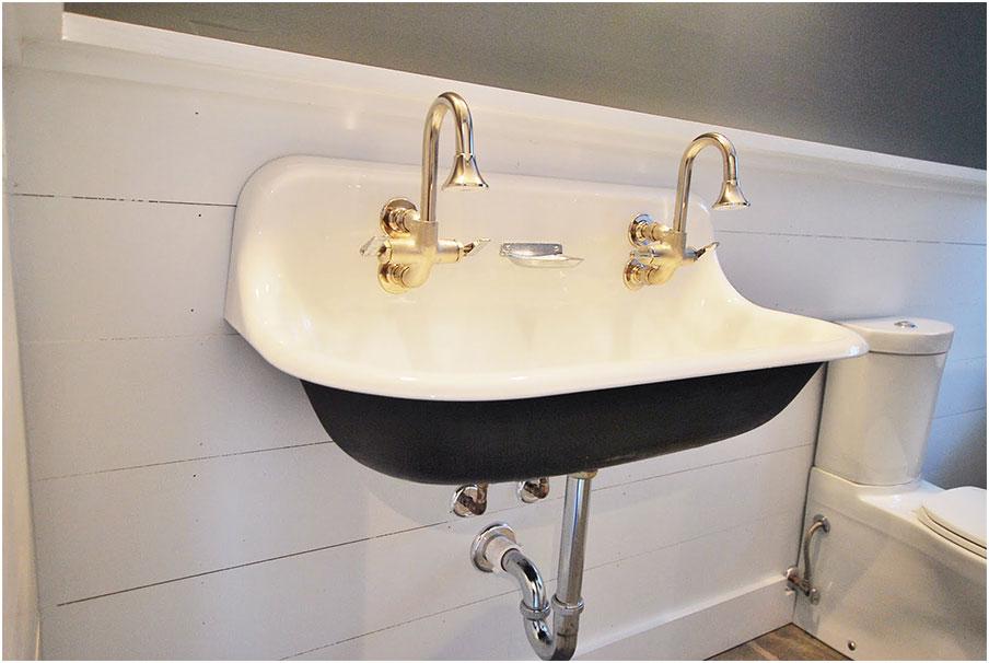 Elegant Porcelain Wall Mount Vintage Sink Observing The Vintage Sink Designs Option