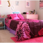 Lovely Teenager Girl Bedroom Design Ideas With Vintage Side Table